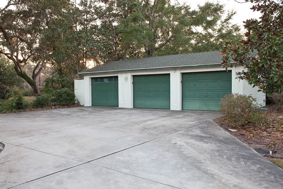 Masonboro Sound Real Estate - http://cdn.resize.sparkplatform.com/ncr/1024x768/true/20161119134423961996000000-o.jpg