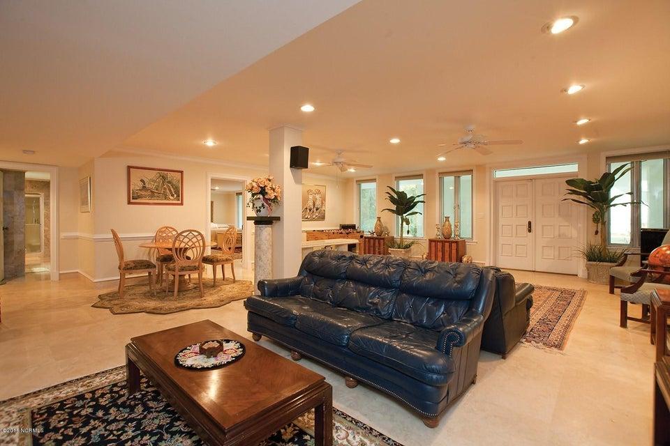 Masonboro Sound Real Estate - http://cdn.resize.sparkplatform.com/ncr/1024x768/true/20161119134456673297000000-o.jpg