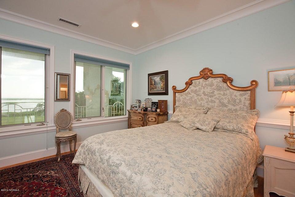 Masonboro Sound Real Estate - http://cdn.resize.sparkplatform.com/ncr/1024x768/true/20161119141126638361000000-o.jpg