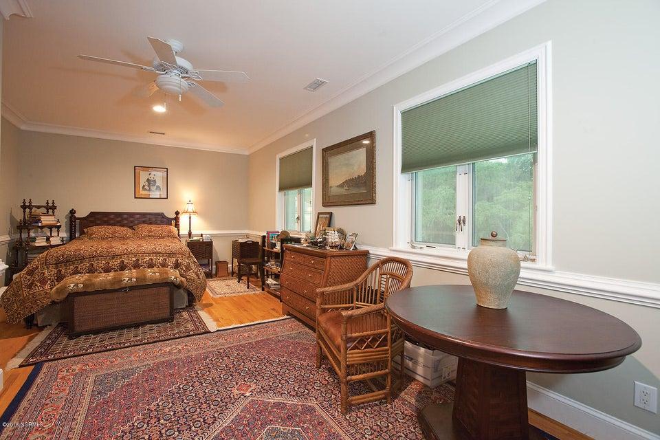 Masonboro Sound Real Estate - http://cdn.resize.sparkplatform.com/ncr/1024x768/true/20161119141129341049000000-o.jpg