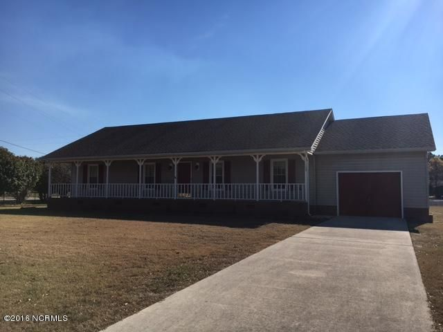 103 Canal Drive, Sneads Ferry, NC 28460