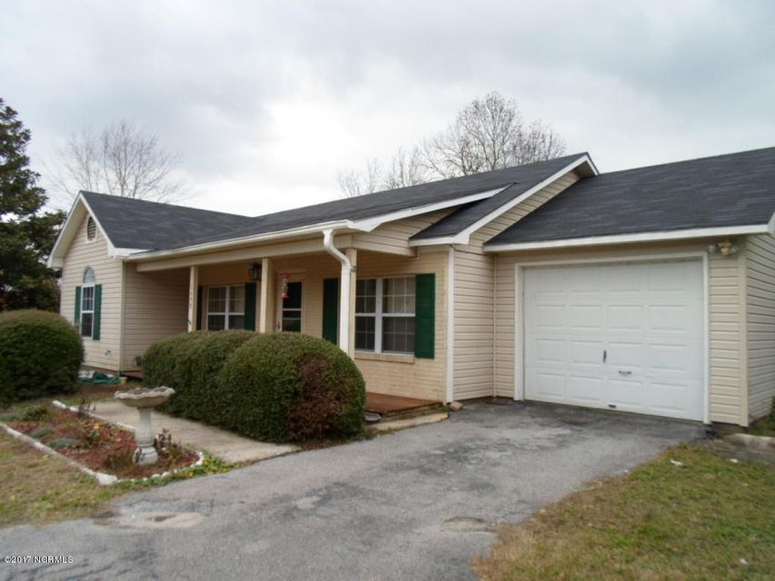 1698 Old Folkstone Road, Sneads Ferry, NC 28460