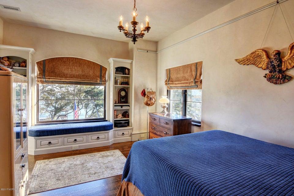 Bradley Creek Point Real Estate - http://cdn.resize.sparkplatform.com/ncr/1024x768/true/20170127223824317862000000-o.jpg