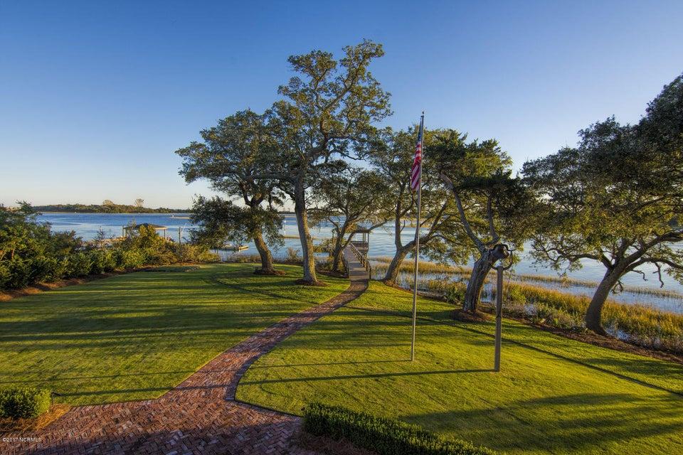 Bradley Creek Point Real Estate - http://cdn.resize.sparkplatform.com/ncr/1024x768/true/20170127224234377550000000-o.jpg