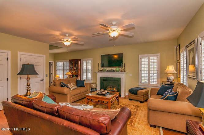 Cades Cove Real Estate - http://cdn.resize.sparkplatform.com/ncr/1024x768/true/20170210202244657839000000-o.jpg