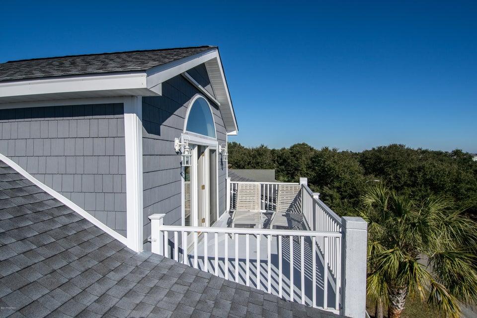 Kure Beach Village Real Estate - http://cdn.resize.sparkplatform.com/ncr/1024x768/true/20170217211256017743000000-o.jpg