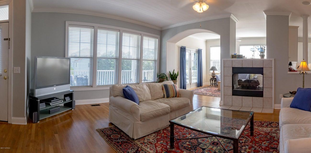 Kure Beach Village Real Estate - http://cdn.resize.sparkplatform.com/ncr/1024x768/true/20170217211305478305000000-o.jpg
