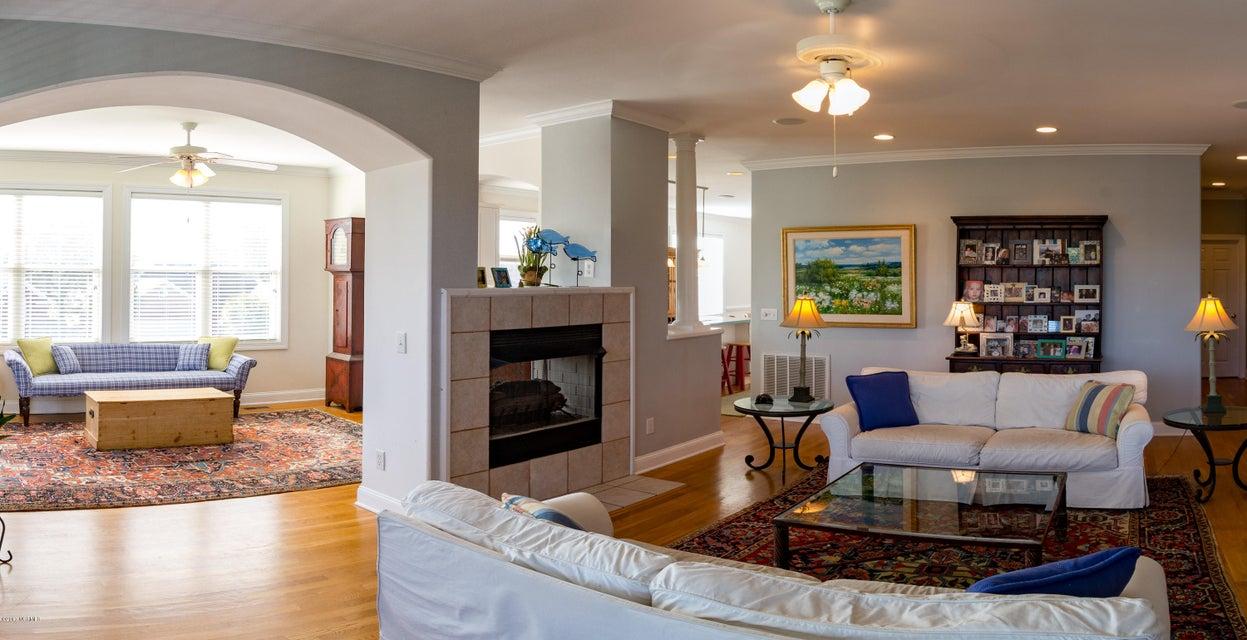 Kure Beach Village Real Estate - http://cdn.resize.sparkplatform.com/ncr/1024x768/true/20170217211314090143000000-o.jpg