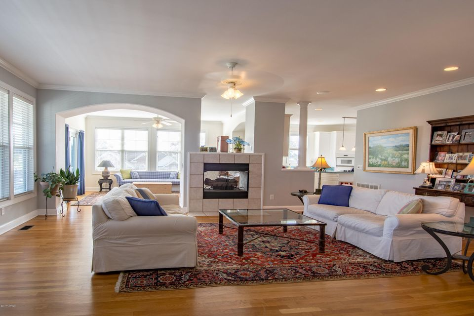 Kure Beach Village Real Estate - http://cdn.resize.sparkplatform.com/ncr/1024x768/true/20170217211333279738000000-o.jpg