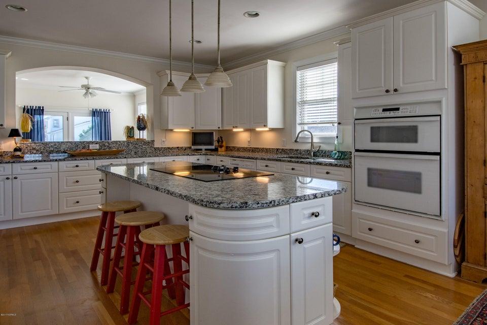 Kure Beach Village Real Estate - http://cdn.resize.sparkplatform.com/ncr/1024x768/true/20170217211412208721000000-o.jpg