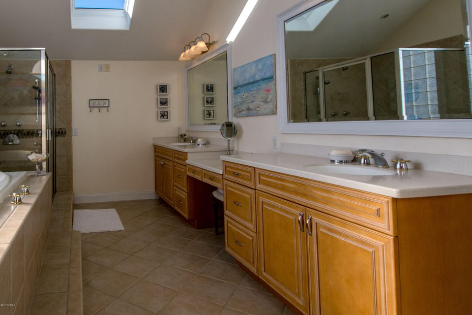 Kure Beach Village Real Estate - http://cdn.resize.sparkplatform.com/ncr/1024x768/true/20170217211751146689000000-o.jpg