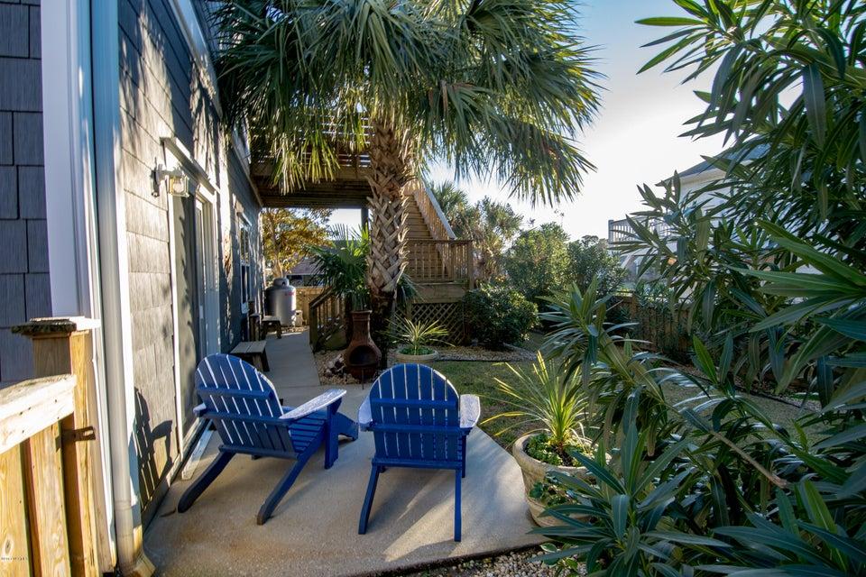 Kure Beach Village Real Estate - http://cdn.resize.sparkplatform.com/ncr/1024x768/true/20170217212413243958000000-o.jpg