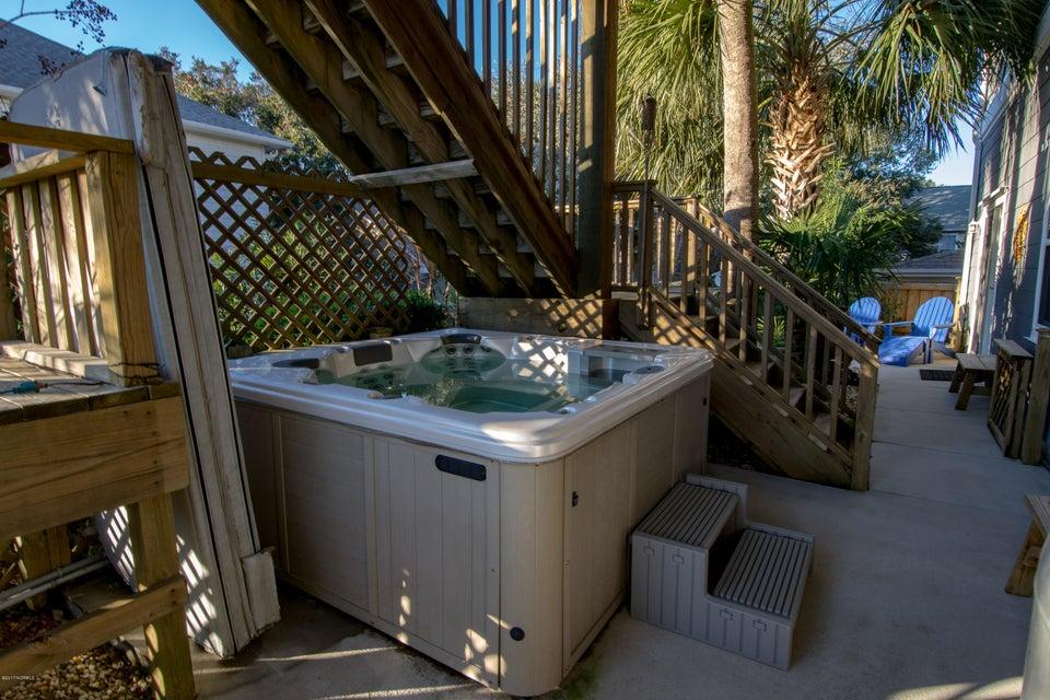 Kure Beach Village Real Estate - http://cdn.resize.sparkplatform.com/ncr/1024x768/true/20170217212423059892000000-o.jpg