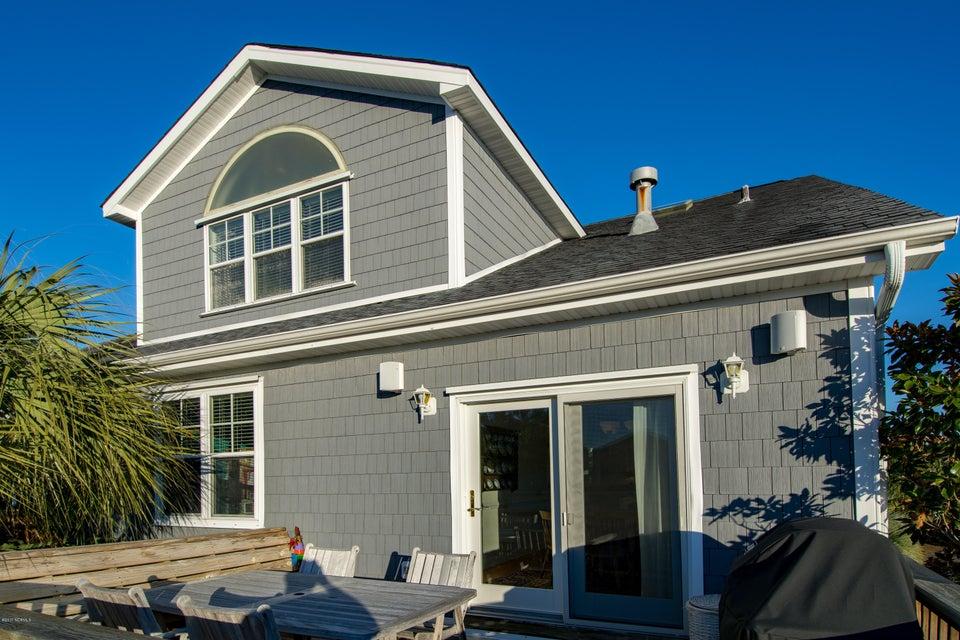 Kure Beach Village Real Estate - http://cdn.resize.sparkplatform.com/ncr/1024x768/true/20170217212432070287000000-o.jpg
