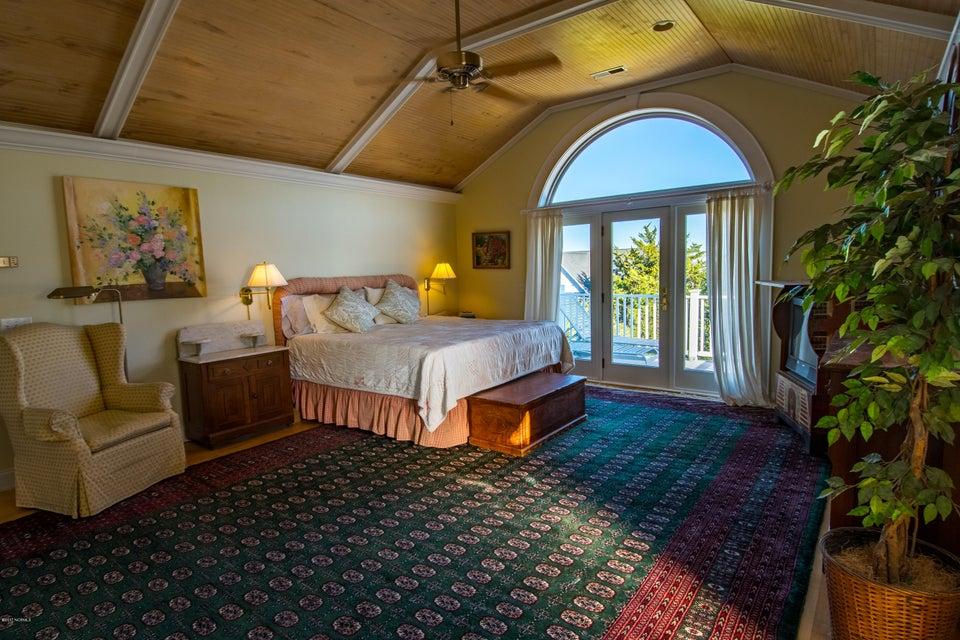 Kure Beach Village Real Estate - http://cdn.resize.sparkplatform.com/ncr/1024x768/true/20170221195933946925000000-o.jpg