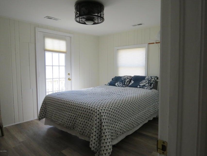 E. Long Beach Real Estate - http://cdn.resize.sparkplatform.com/ncr/1024x768/true/20170224191438527680000000-o.jpg