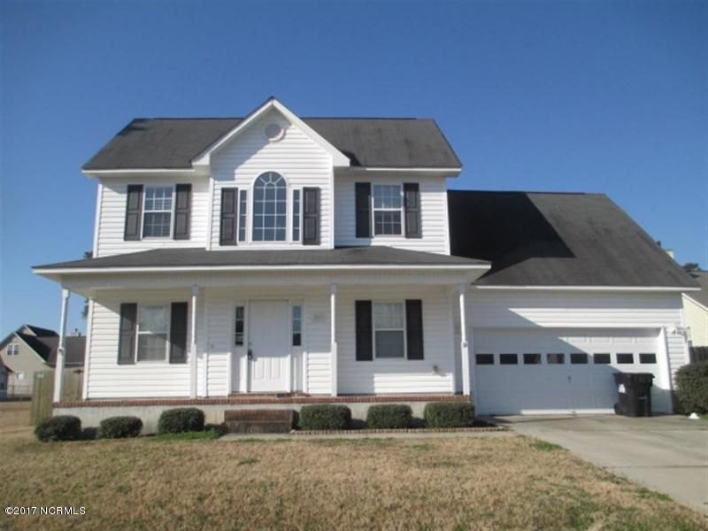 203 Smallberry Court, Sneads Ferry, NC 28460