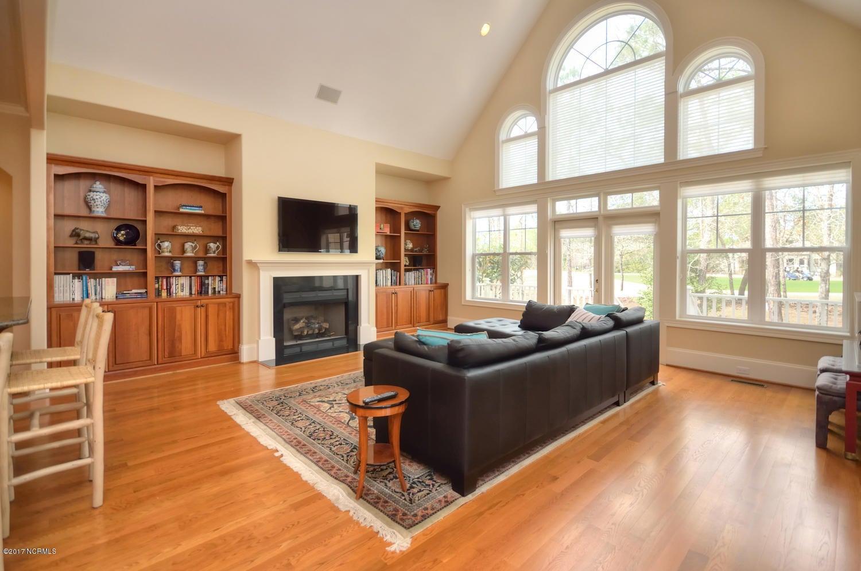 St James Real Estate - http://cdn.resize.sparkplatform.com/ncr/1024x768/true/20170228230500325221000000-o.jpg