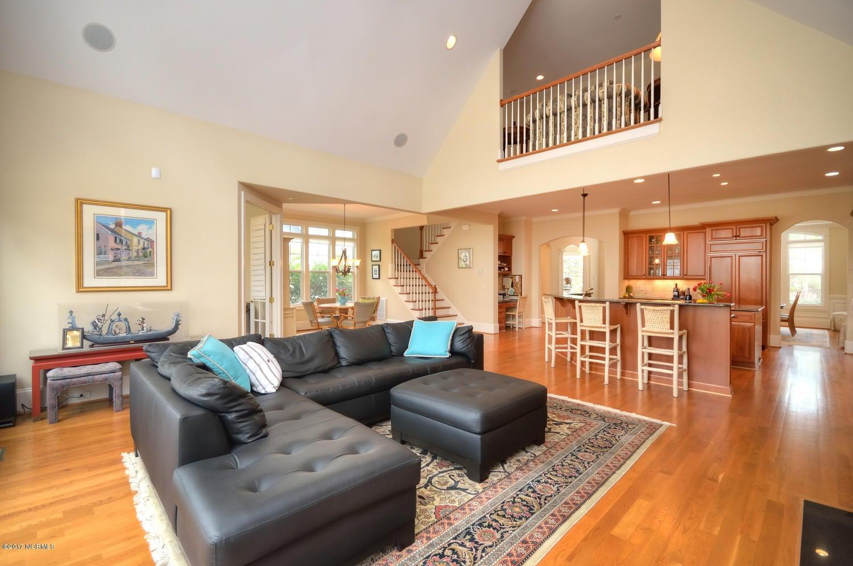 St James Real Estate - http://cdn.resize.sparkplatform.com/ncr/1024x768/true/20170228230503932088000000-o.jpg