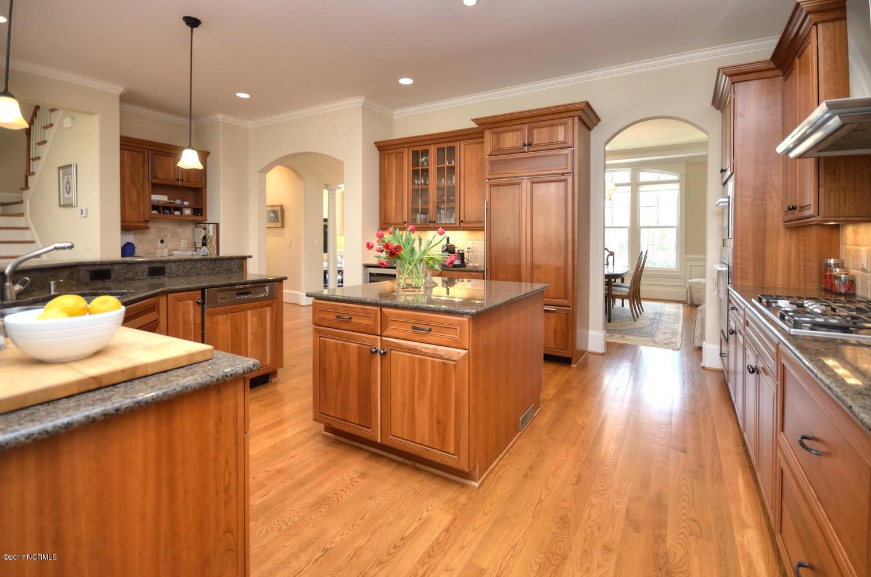 St James Real Estate - http://cdn.resize.sparkplatform.com/ncr/1024x768/true/20170228230527117846000000-o.jpg