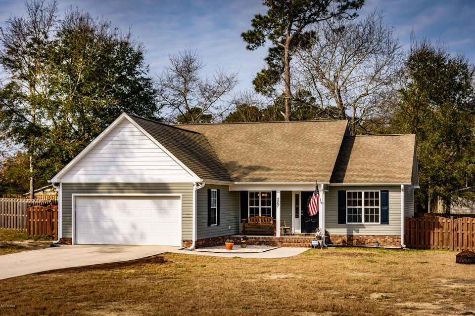 207 Chadwick Shores Drive, Sneads Ferry, NC 28460