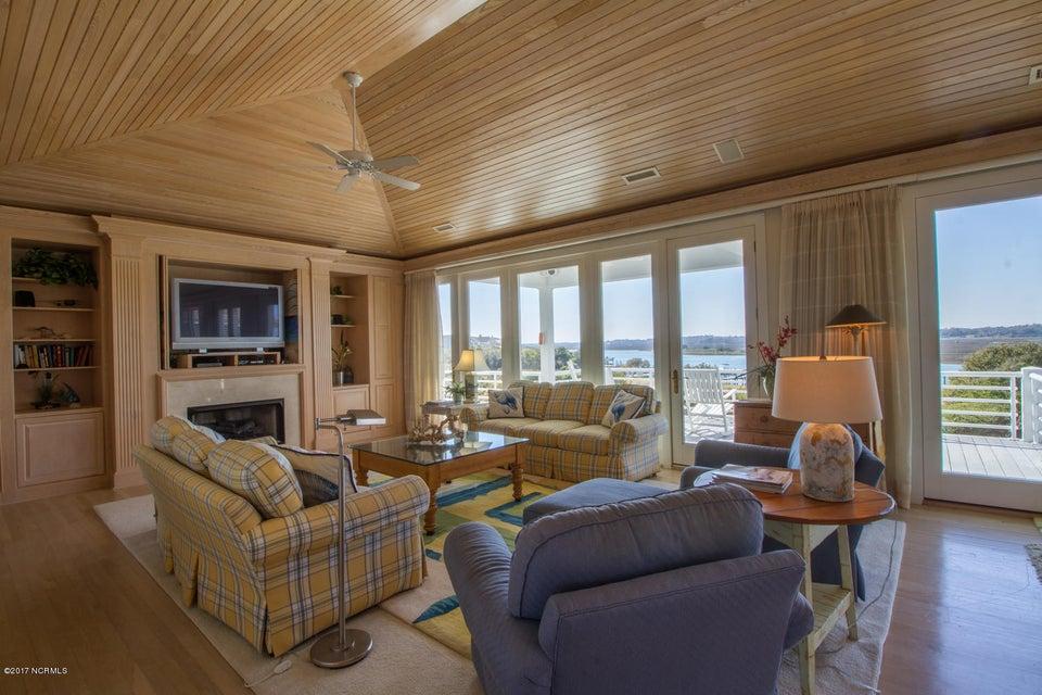 Figure Eight Island Real Estate - http://cdn.resize.sparkplatform.com/ncr/1024x768/true/20170321140715221948000000-o.jpg
