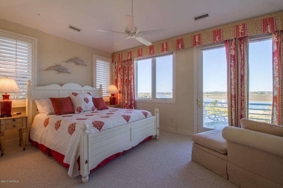 Figure Eight Island Real Estate - http://cdn.resize.sparkplatform.com/ncr/1024x768/true/20170321140822829423000000-o.jpg