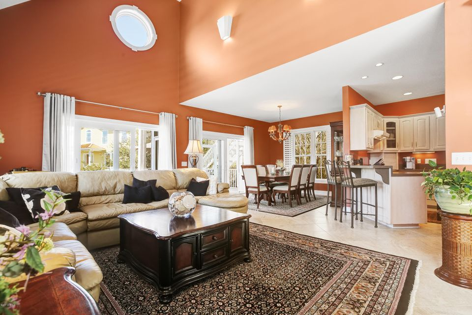 Turtle Creek Real Estate - http://cdn.resize.sparkplatform.com/ncr/1024x768/true/20170324022336086732000000-o.jpg