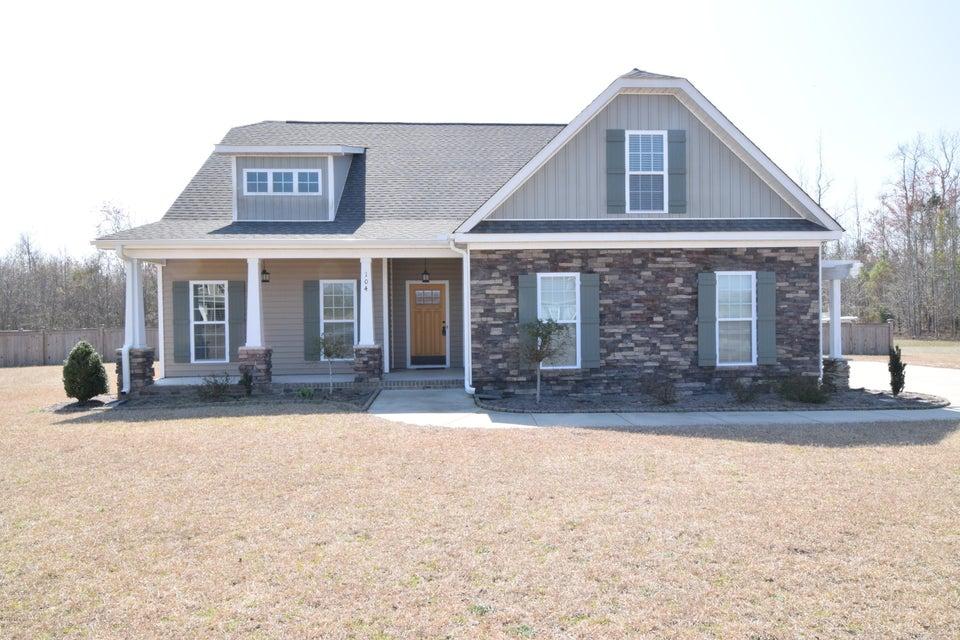 104 Plantation Creek Drive, Vanceboro, NC 28586