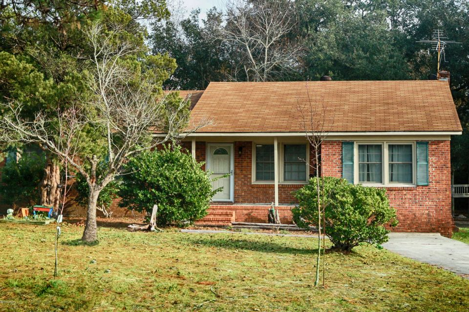 527 Turkey Point Road, Sneads Ferry, NC 28460