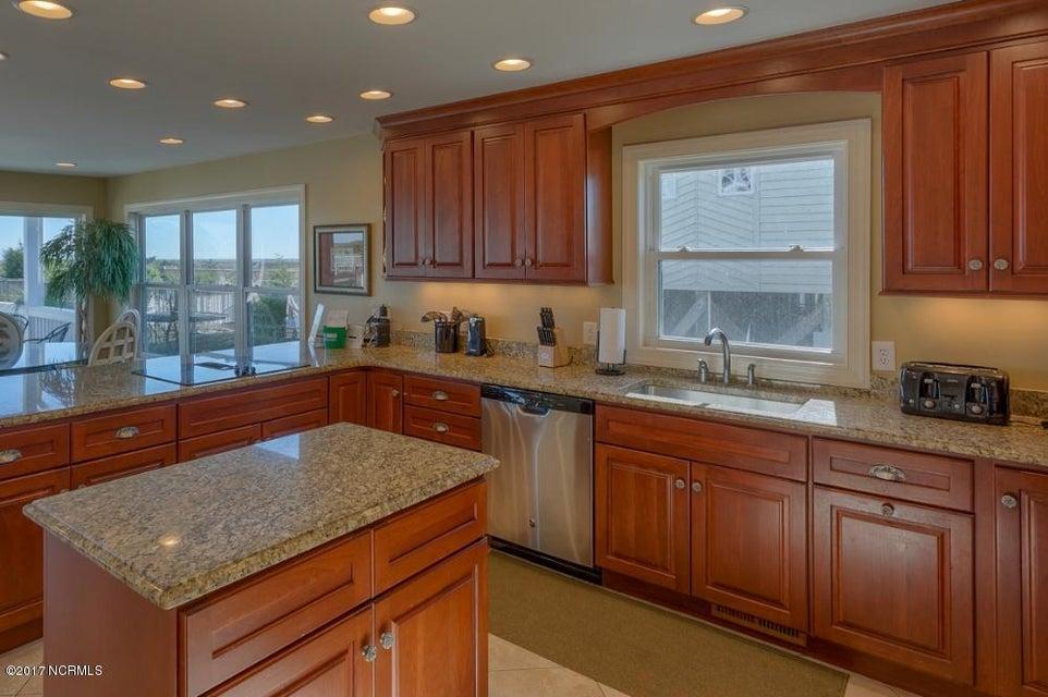 Holden Beach West Real Estate - http://cdn.resize.sparkplatform.com/ncr/1024x768/true/20170330182659192745000000-o.jpg