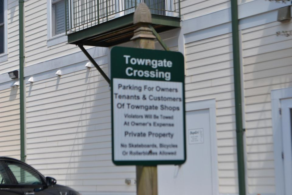 Towngate Crossing Real Estate - http://cdn.resize.sparkplatform.com/ncr/1024x768/true/20170406153946330570000000-o.jpg