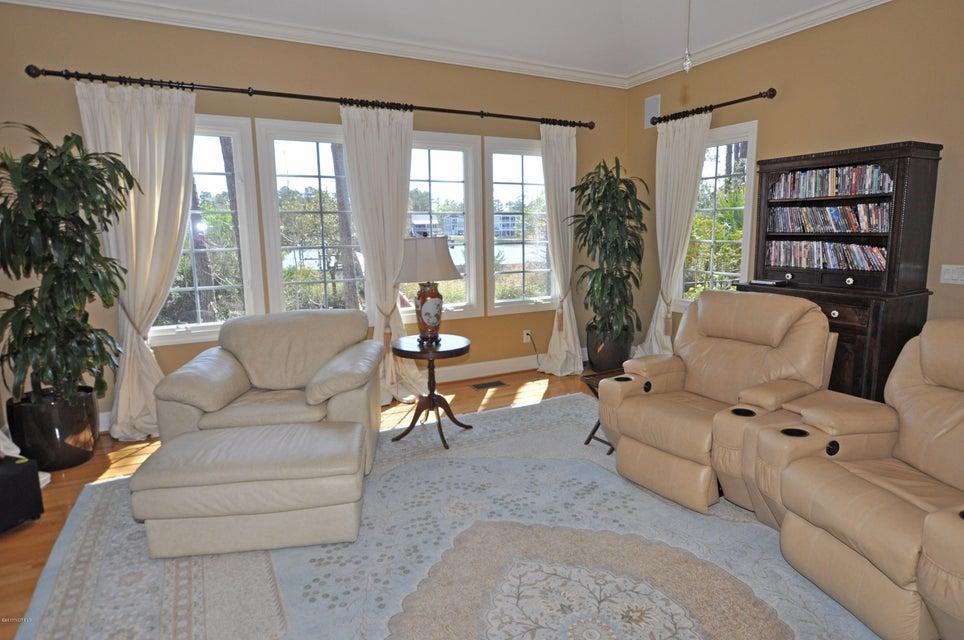 St James Real Estate - http://cdn.resize.sparkplatform.com/ncr/1024x768/true/20170407184551925829000000-o.jpg