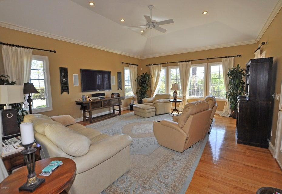 St James Real Estate - http://cdn.resize.sparkplatform.com/ncr/1024x768/true/20170407184555607718000000-o.jpg