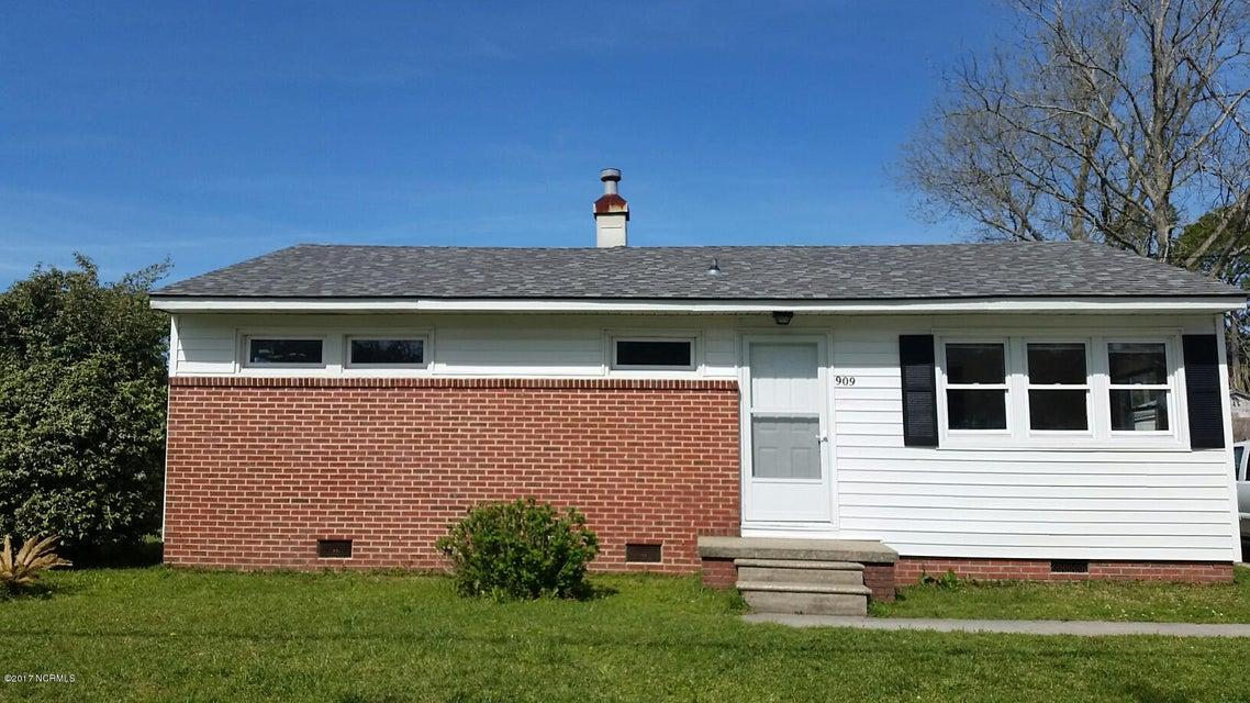 909 N 20th Street, Morehead City, NC 28557