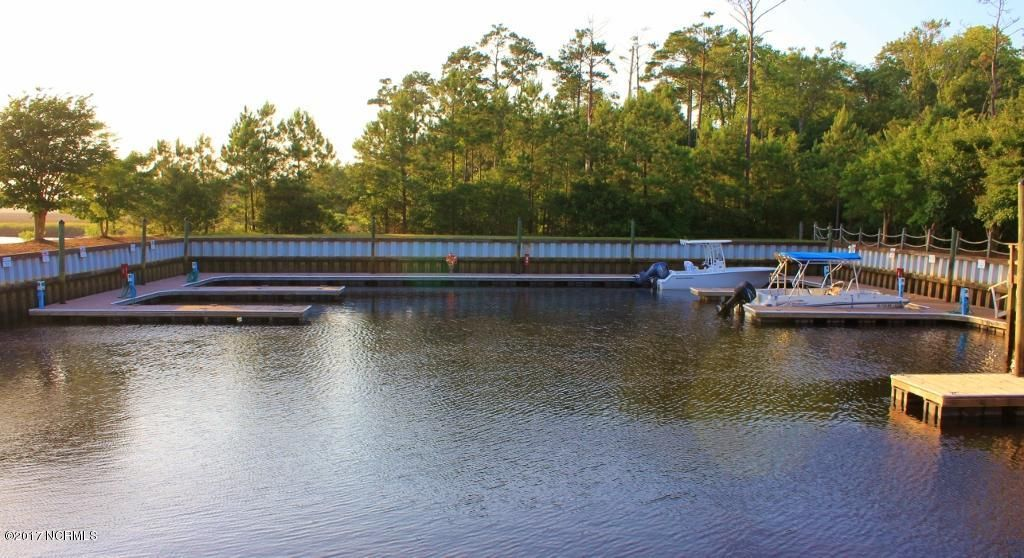 Winding River Plantation Real Estate - http://cdn.resize.sparkplatform.com/ncr/1024x768/true/20170419014754566725000000-o.jpg