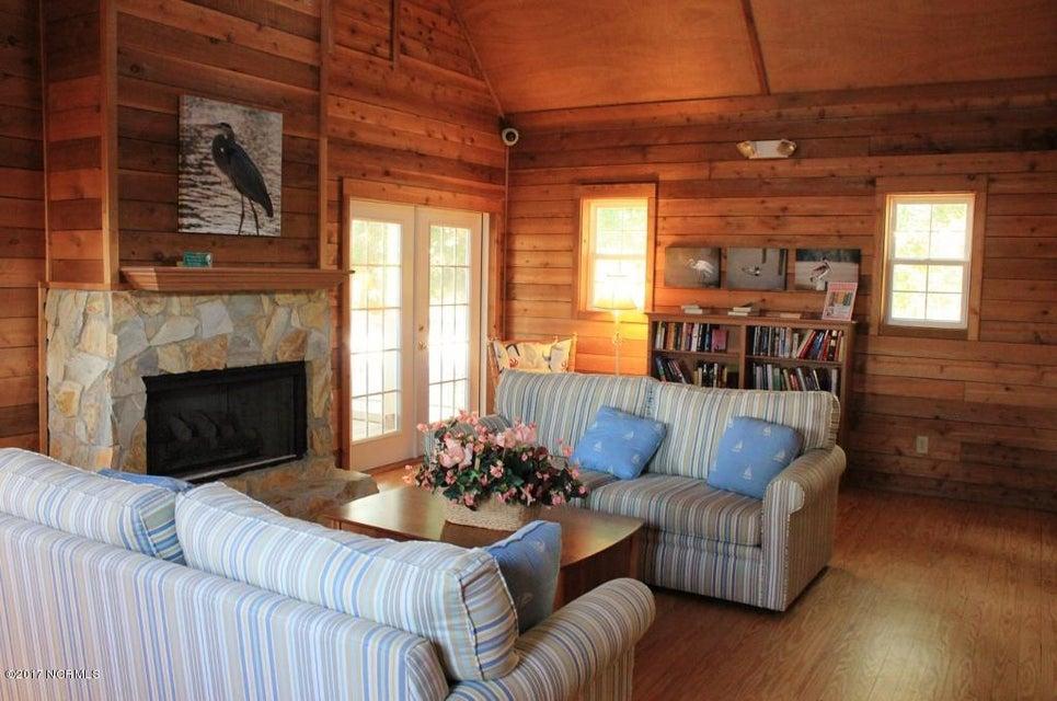 Winding River Plantation Real Estate - http://cdn.resize.sparkplatform.com/ncr/1024x768/true/20170419180811560629000000-o.jpg