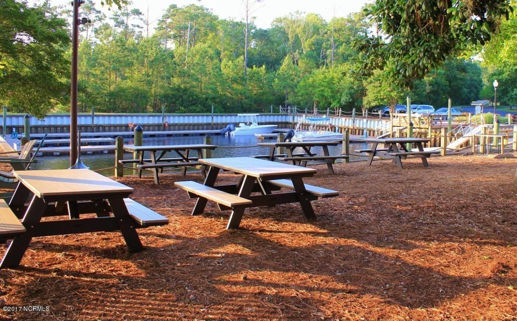 Winding River Plantation Real Estate - http://cdn.resize.sparkplatform.com/ncr/1024x768/true/20170419180853668763000000-o.jpg