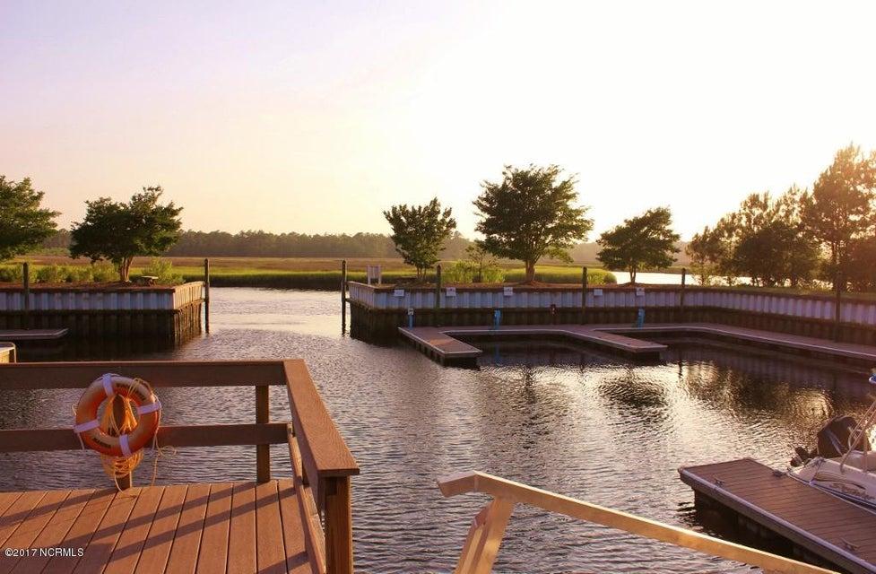 Winding River Plantation Real Estate - http://cdn.resize.sparkplatform.com/ncr/1024x768/true/20170419180901285971000000-o.jpg