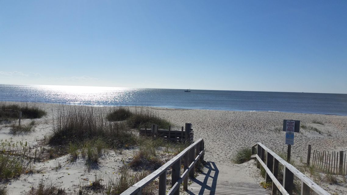 Sea Pines Real Estate - http://cdn.resize.sparkplatform.com/ncr/1024x768/true/20170510204901868240000000-o.jpg