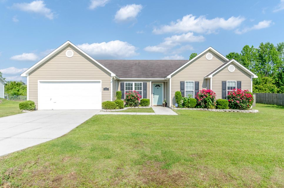 111 Rolling Meadow Drive, Richlands, NC 28574