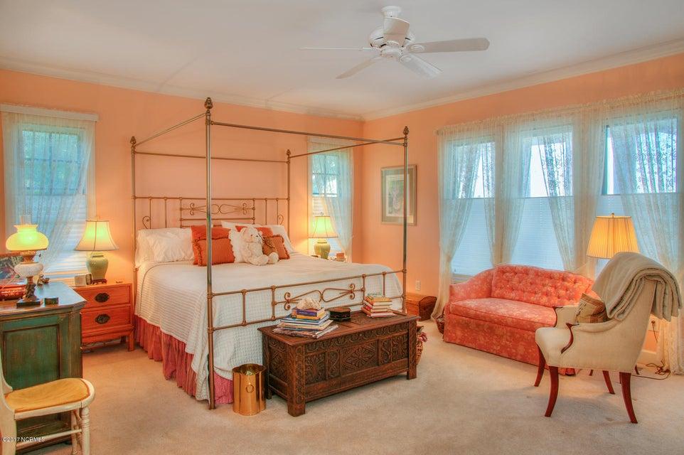 Lockwood Folly Real Estate - http://cdn.resize.sparkplatform.com/ncr/1024x768/true/20170512200215995122000000-o.jpg