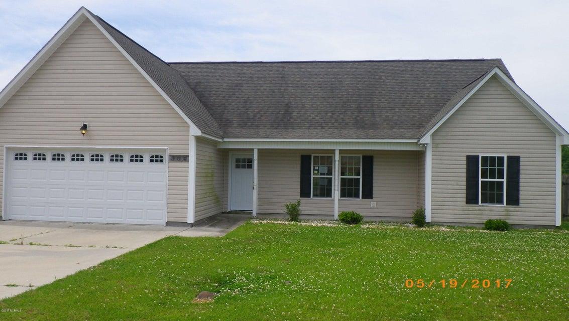 304 Otter Creek Court, Richlands, NC 28574