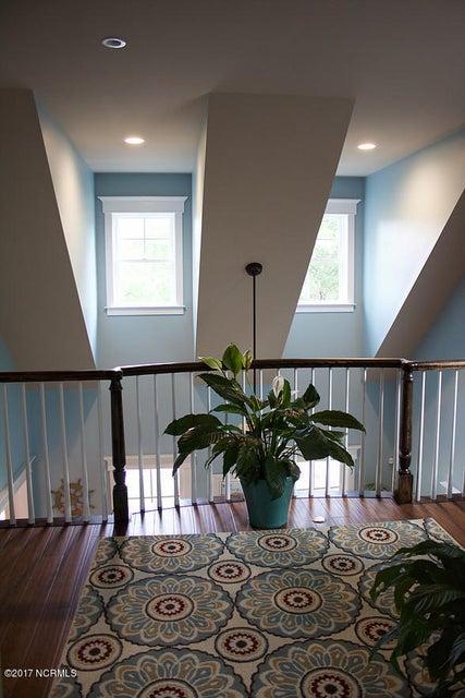 Devaun Park Real Estate - http://cdn.resize.sparkplatform.com/ncr/1024x768/true/20170526231352031820000000-o.jpg