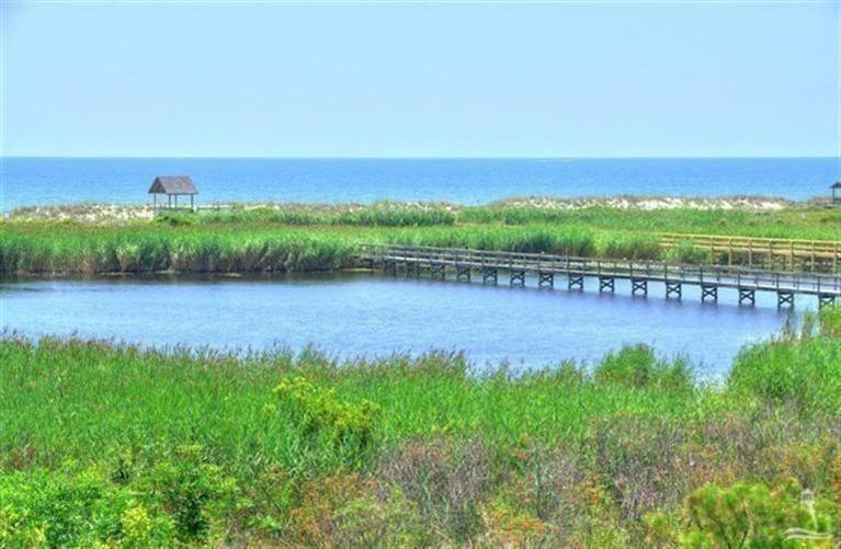 Turtle Creek Real Estate - http://cdn.resize.sparkplatform.com/ncr/1024x768/true/20170605021901827145000000-o.jpg