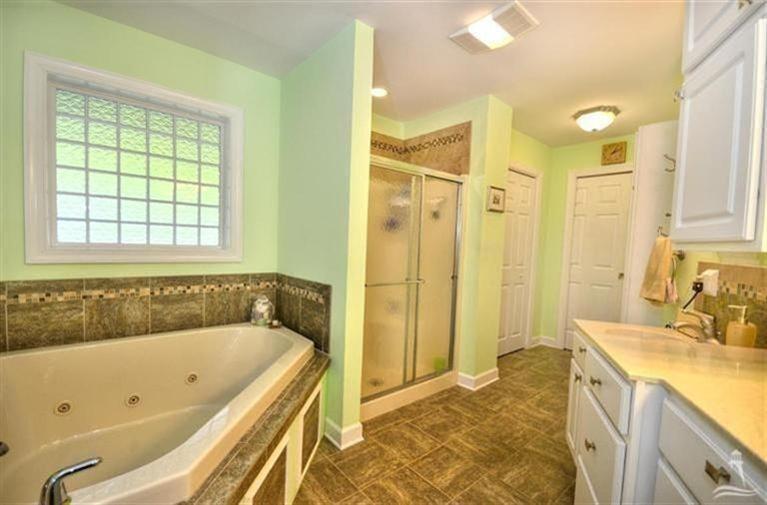 Turtle Creek Real Estate - http://cdn.resize.sparkplatform.com/ncr/1024x768/true/20170605021905462786000000-o.jpg