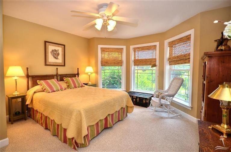 Turtle Creek Real Estate - http://cdn.resize.sparkplatform.com/ncr/1024x768/true/20170605021905761103000000-o.jpg