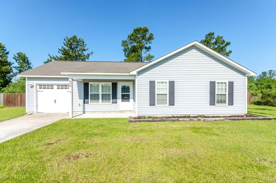 606 Red Bud Court, Richlands, NC 28574