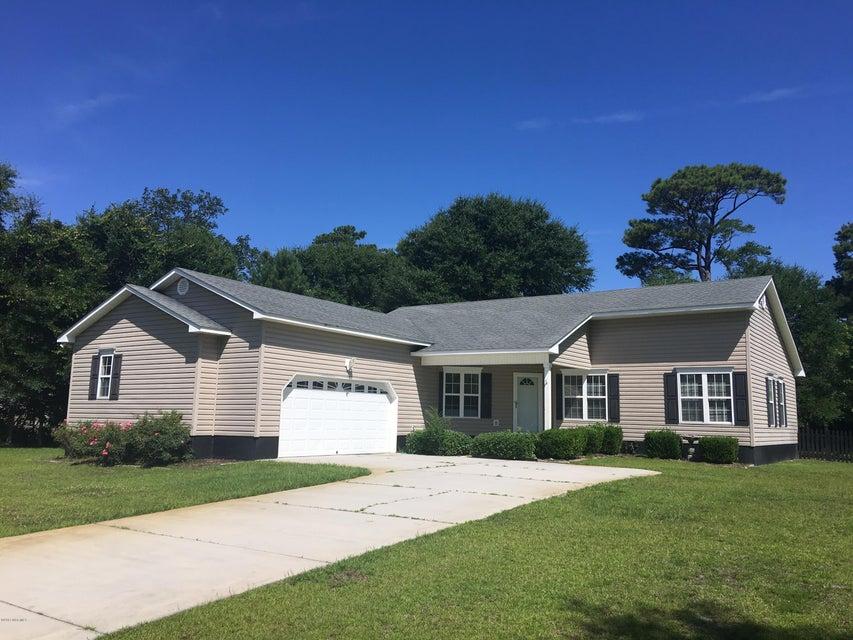 204 Oak Grove Circle, Hubert, NC 28539
