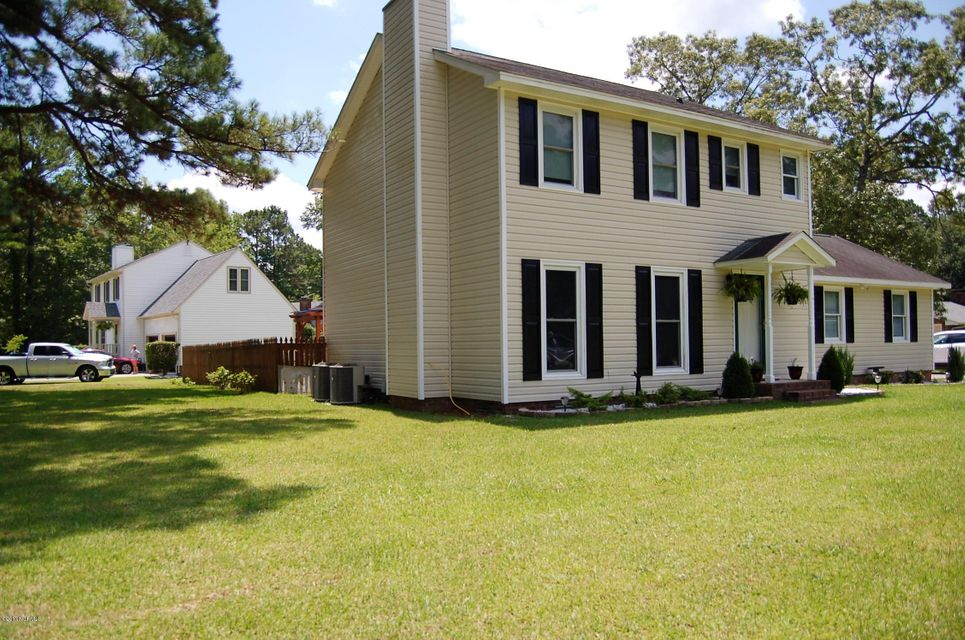 706 Stately Pines Road, New Bern, NC 28560